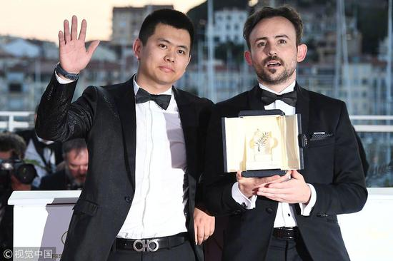 魏书均(左)与短片金棕榈导演查尔斯-威廉(右)