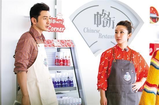 店长黄晓明(左)、管家秦海璐(右)