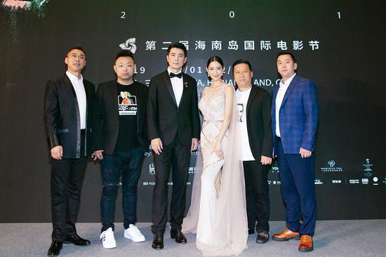 左起:总策划曾虹源、导演王凯、主演保剑锋、克拉拉、制片人程中豪、张炜