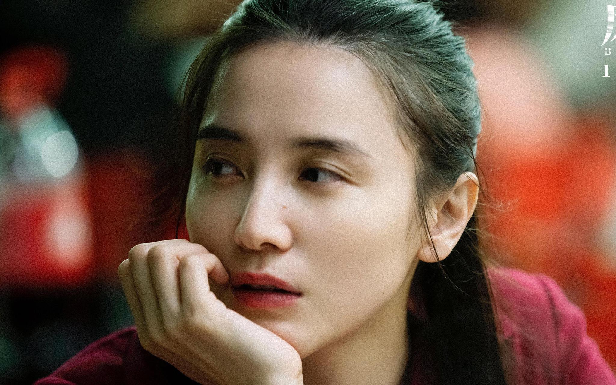 宋佳在《风平浪静》中饰演潘晓霜