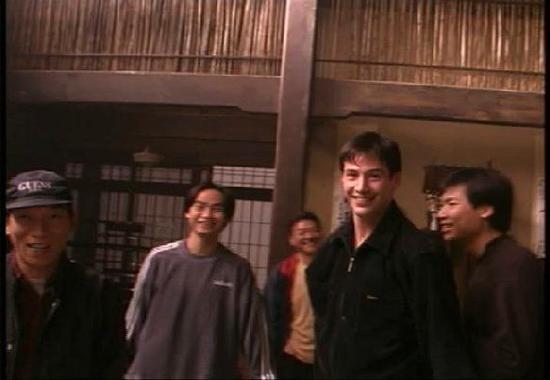动作指导袁和平(图左)在《黑客帝国》拍摄现场。