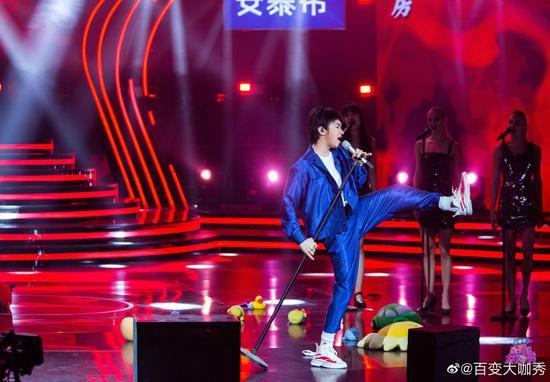 王祖蓝在模仿华晨宇的《寒鸦少年》中,也加入了自己的生活体验。
