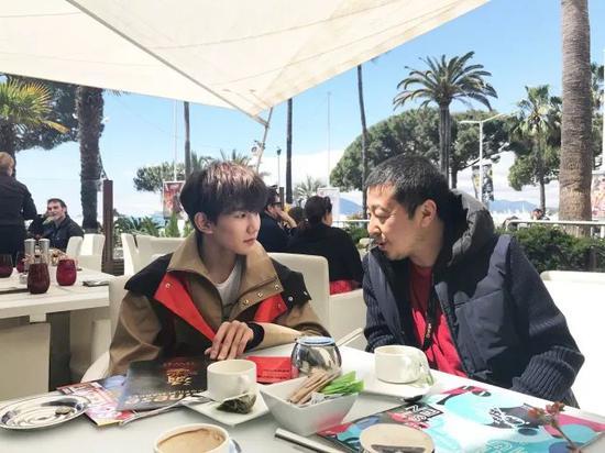 �和王源一起喝了下午茶
