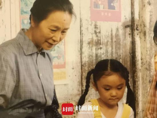 """幼""""四川妹子""""徐砡在北京5岁就最先拍戏了。"""