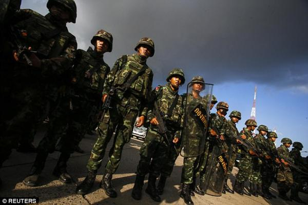 泰国性感女歌星热舞激怒高层 总理动用军队监督 网络热点 第3张