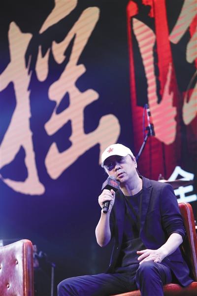 昨日,崔健现身北京,为这张《摇滚交响音乐会》举办了专辑发布会。新京报记者 彭子洋 摄