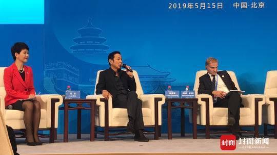 """论坛上,陈道明说自己是""""在艺从艺"""",呼吁亚洲乃至全球的电影人与中国展开合作。摄影 封面新闻记者 柳青"""