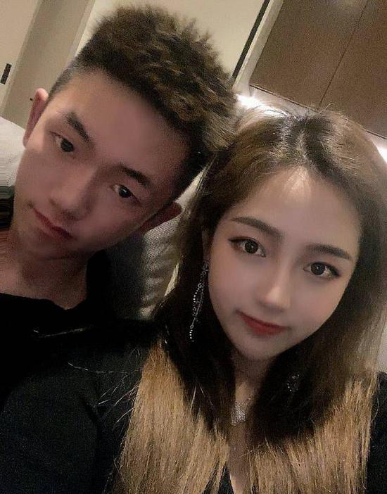 赵薇21岁继子恋情甜蜜
