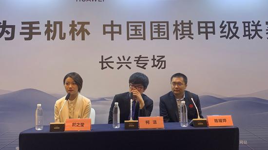 柯洁接受媒体采访。新京报记者孙海光摄