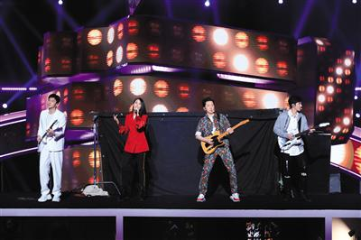 2019《中国好声音》首期节目四位导师带着各自的青春回忆表演 节目组供图