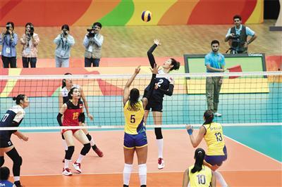2016年里约奥运会,中国女排对阵巴西队的场景 图是电影剧照