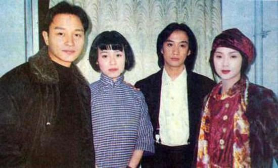 拍摄《夜半歌声》时,张国荣与刘琳、黄磊、吴倩莲合影。