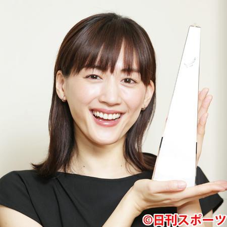 綾瀨遙獲得日刊體育日劇大賞最佳女主角獎