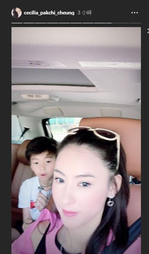 张柏芝二儿子跟妈妈一同前往新店