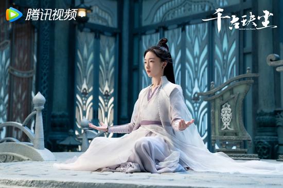 Zhou Dongyu stills