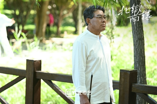 朱时茂演一名退休医生。