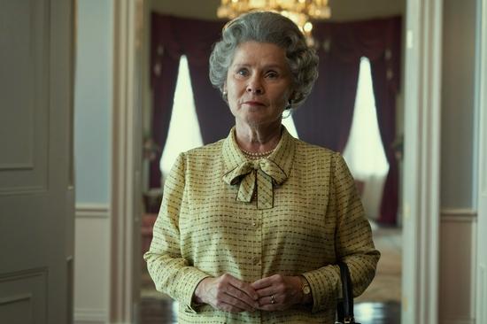 《王冠》第五季发布首张剧照 伊丽莎白女王亮相