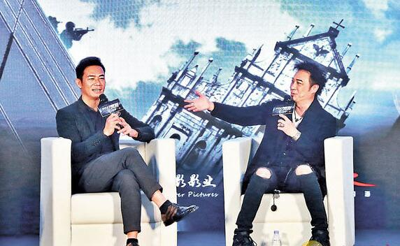 张兆辉(左)与吴镇宇(右)同期训练班出身。