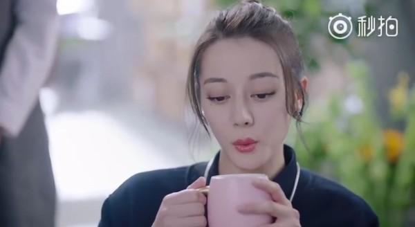 """七娘娘上线 迪丽热巴""""宫斗剧魂""""上身挑眉吹热茶"""