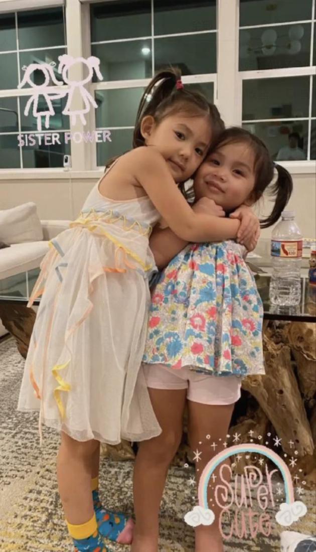 陈冠希女儿扎羊角辫模样清秀 和姐妹开心贴脸相拥