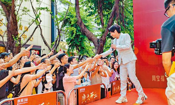 孙耀威出席深圳活动,保安严密。