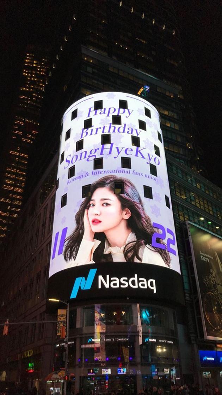 亚洲粉丝在时代广场为宋慧乔送上生日应援