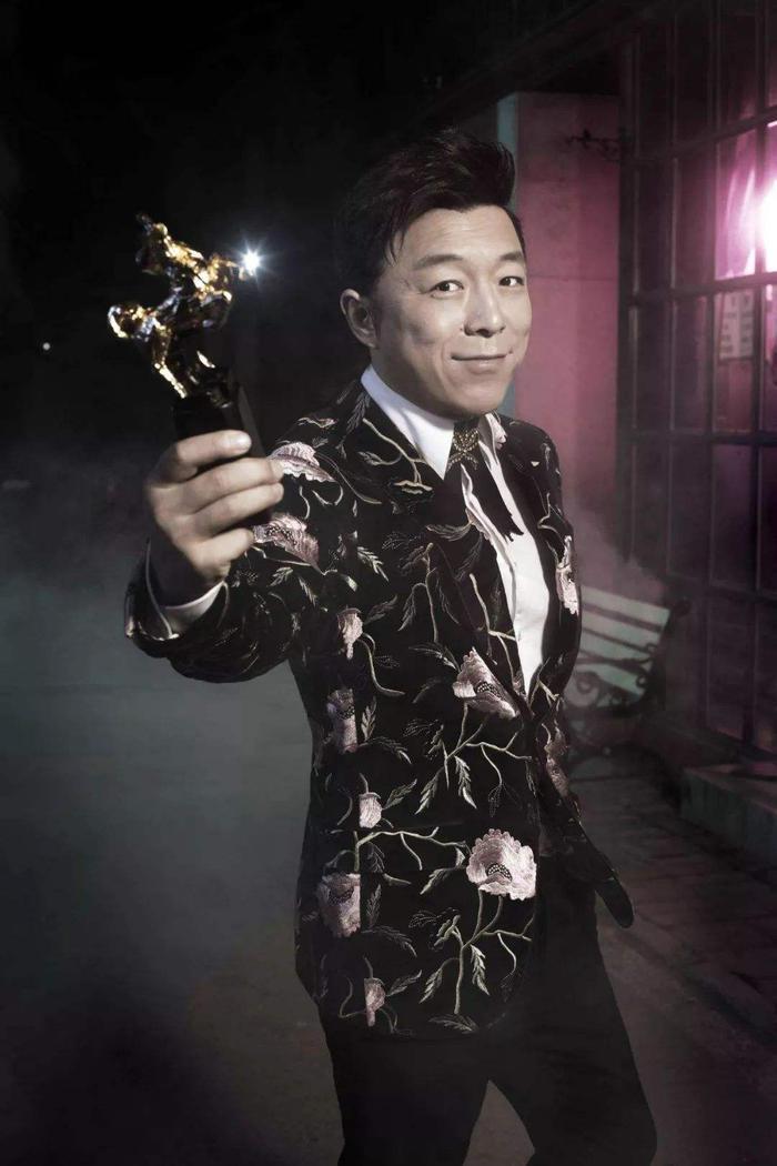 2009年,黄渤凭借在《斗牛》与张家辉同获金马奖最佳男主角奖