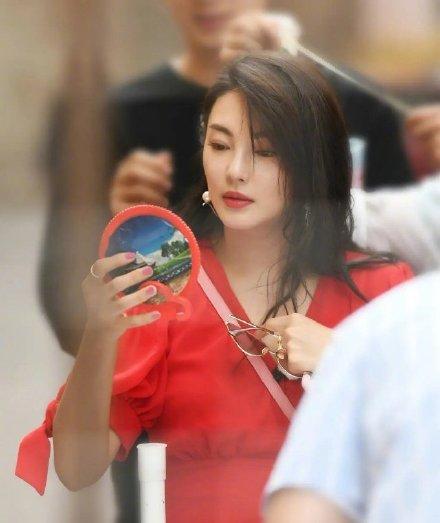 张雨绮的镜子有多复古?网友:再放两年能进博物馆