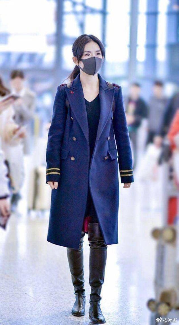 谢娜穿两年前的大衣