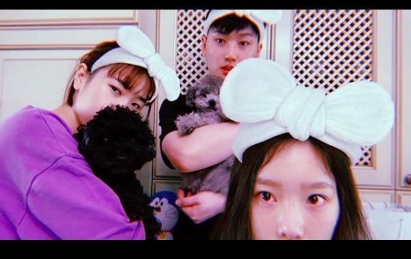 泰妍和哥哥、妹妹合照