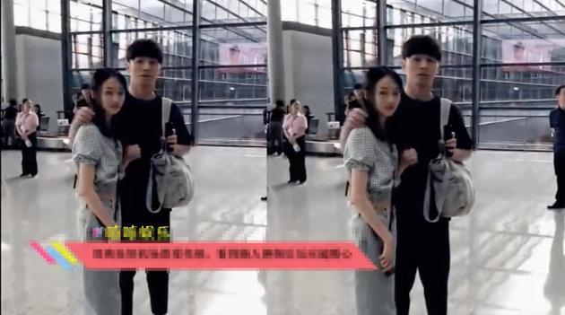 郑爽与男友张恒在机场被路人偶遇