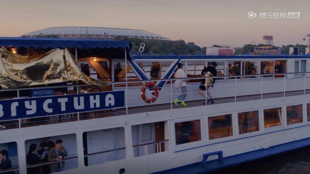 《吾们的浪潮》俄罗斯船上派对