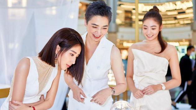2賴佩霞(圖中)大讚媳婦隋棠(圖左)是她的女神