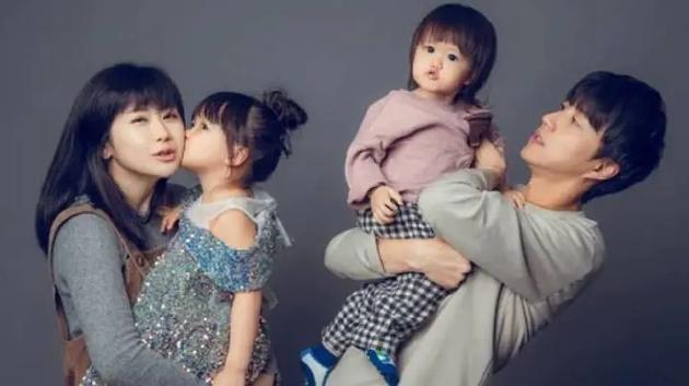 福原爱、江宏杰与两孩子