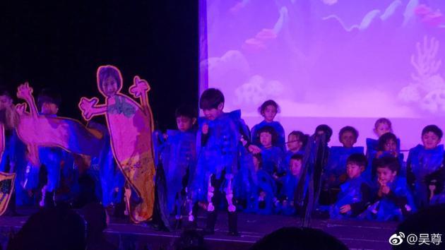 吴尊儿子Max幼儿园毕业啦!穿骷髅装跳舞超可爱