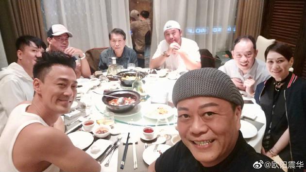 欧阳震华在微博晒出同林峯、谢天华及麦长青等人的饭局合照