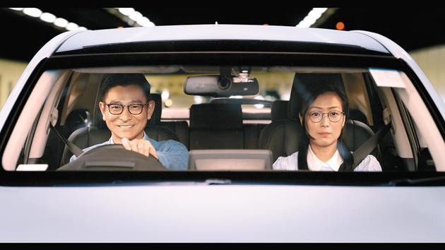 刘德华(左)义气挺郑秀文新片,饰演对方前男友。