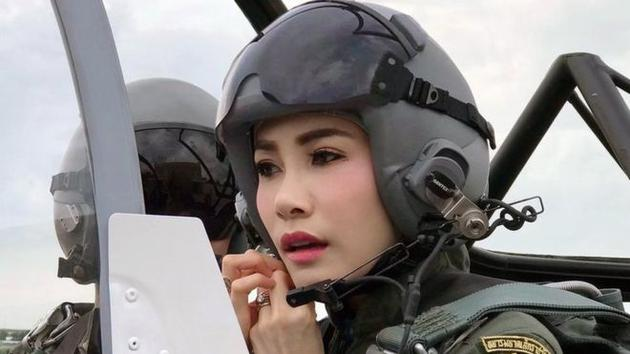 诗妮娜是泰国近一个世纪以来,第一个被封为贵妃的女性