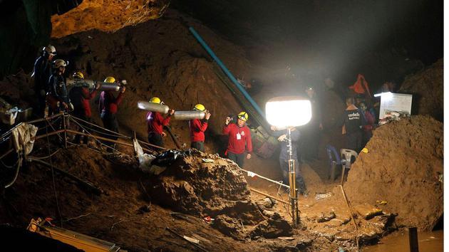 泰国洞穴声援现场