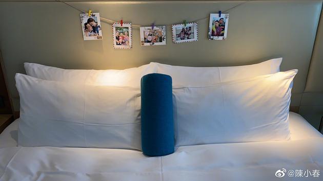满满人情味!隔离酒店为陈小春准备全家福照片墙