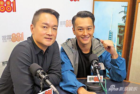 图:吴浩康(右)想跟歌迷在今年重聚。