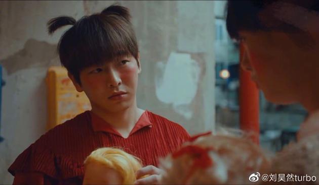 刘昊然发好友丑图为彭昱畅庆生 寿星:可以撤回吗