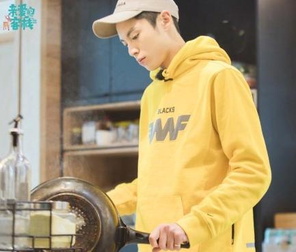 王鹤棣在《炎喜欢的客栈》中表现益厨艺