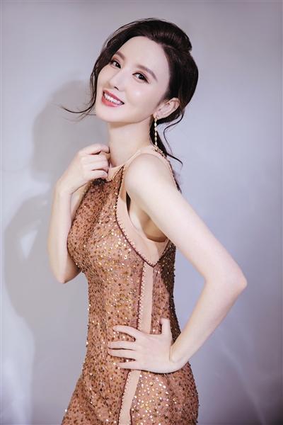 张萌回应道歉视频质疑 坦言因太爱操心当上制片人