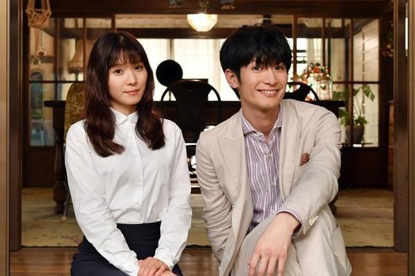 三浦春马(右)和松冈茉优主演的日剧《钱的尽头是爱情的开始》将按原定计画于下月播出,但改为四集