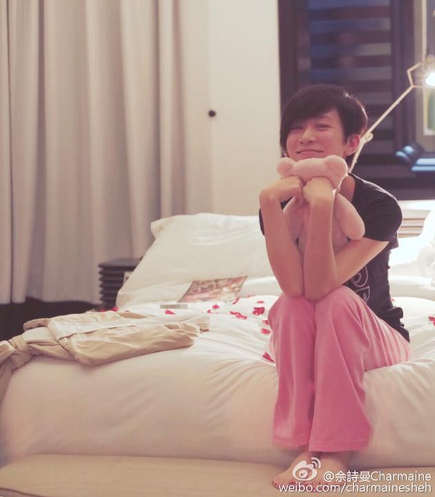 微笑光脚的少女_带着微笑起床的感觉真好.