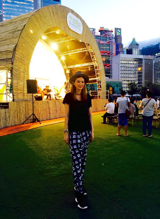 柳妍熙登香港户外音乐节 月末出古巴写真