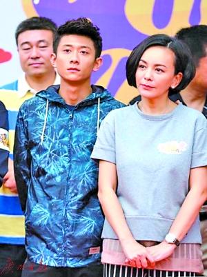 王琳(右)将接替宋丹丹
