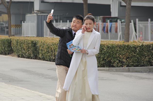 9月成年人电影网_新浪娱乐讯 由张艺谋担任监制,张艺谋女儿张末执导的电影《28岁未成年