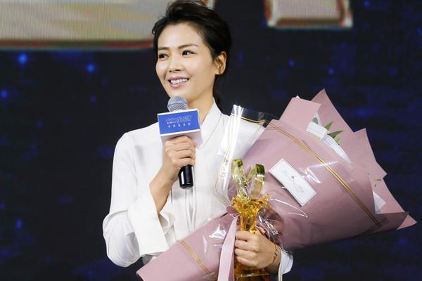 刘涛获年度慈善榜样明星温婉